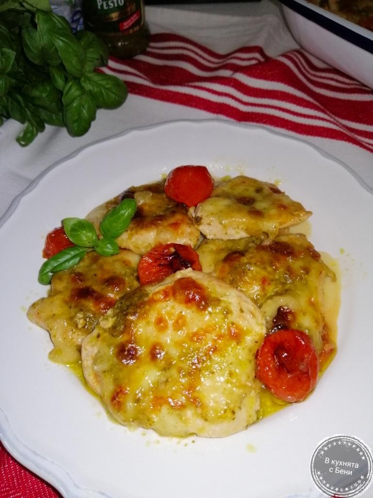Пиле с моцарела и песто от https://inthebeniskitchen.com/