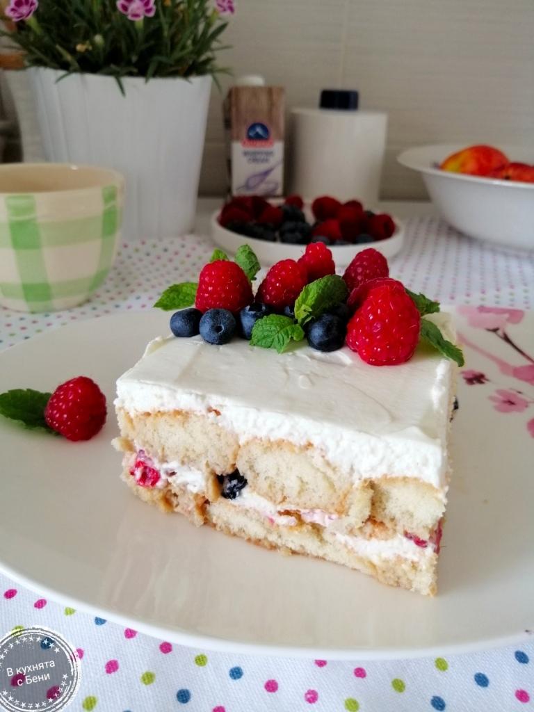 Студен десерт с плодове от https://inthebeniskitchen.com/