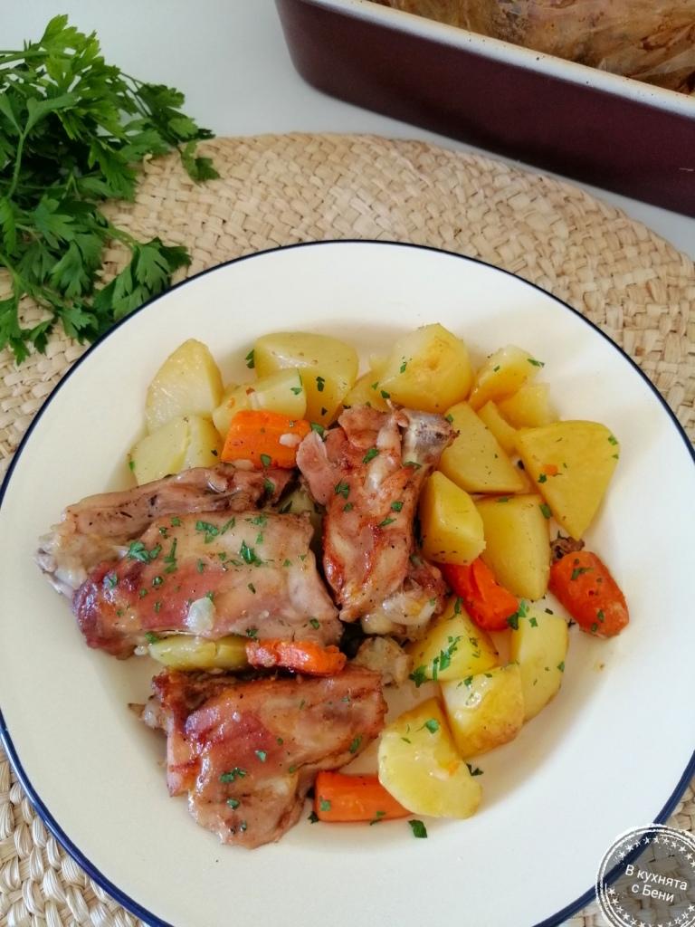 Пилешко с картофи в плик от https://inthebeniskitchen.com/