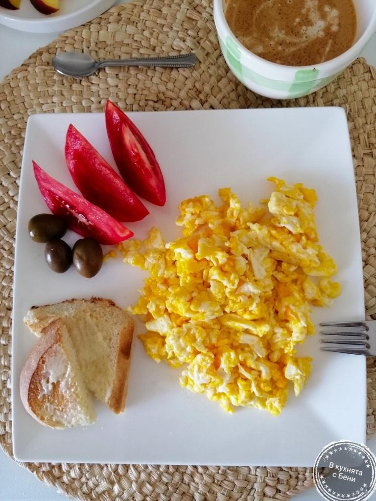 Вкусни бъркани яйца от https://inthebeniskitchen.com/