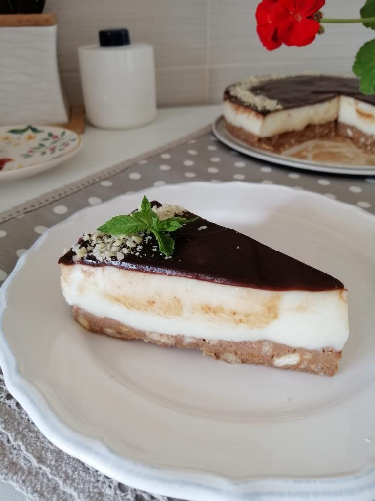 Бисквитена торта с крем от https://inthebeniskitchen.com/