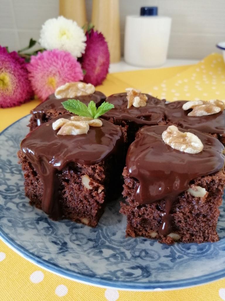 Шоколадов сладкиш от https://inthebeniskitchen.com/