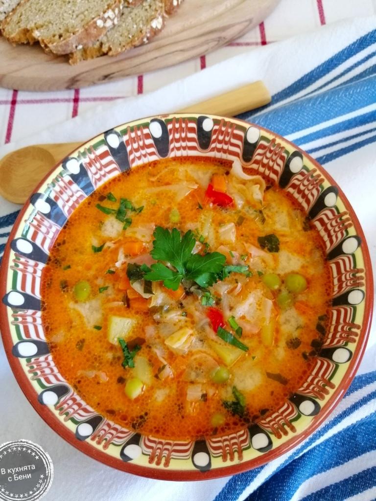 Вкусна зеленчуква супа от https://inthebeniskitchen.com/