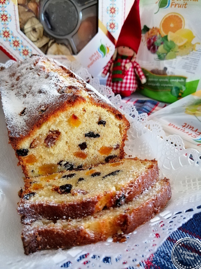 Маслен коледен кекс със сушени плодове от https://inthebeniskitchen.com/
