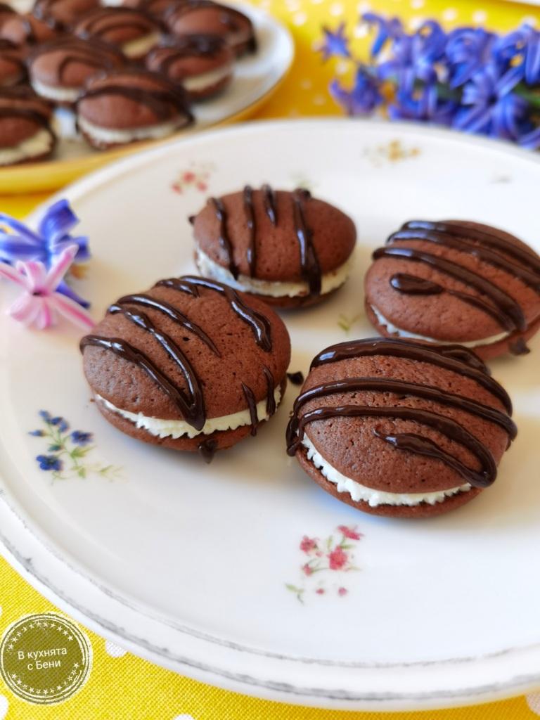 Слепени шоколадови сладки от https://inthebeniskitchen.com/