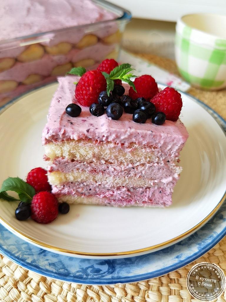 Свеж десерт с крем от горски плодове от https://inthebeniskitchen.com/