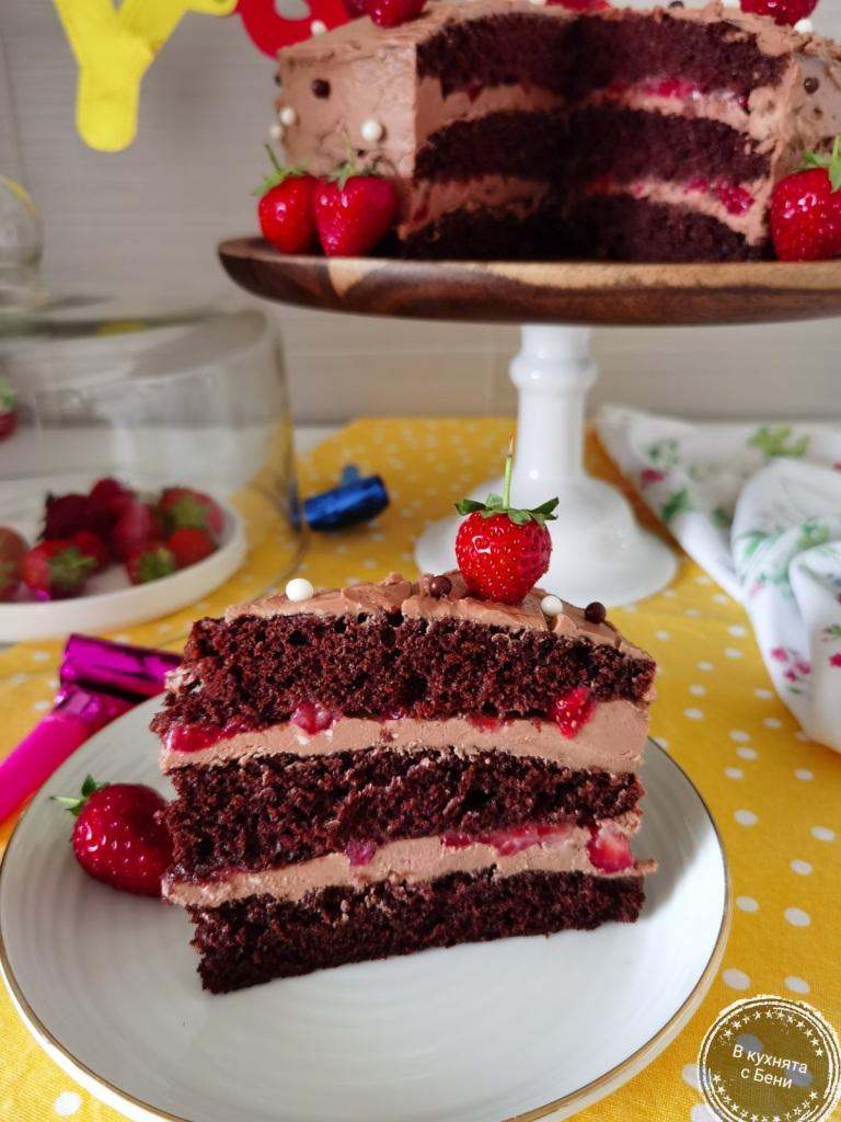 Шоколадова торта с ягоди от https://inthebeniskitchen.com/